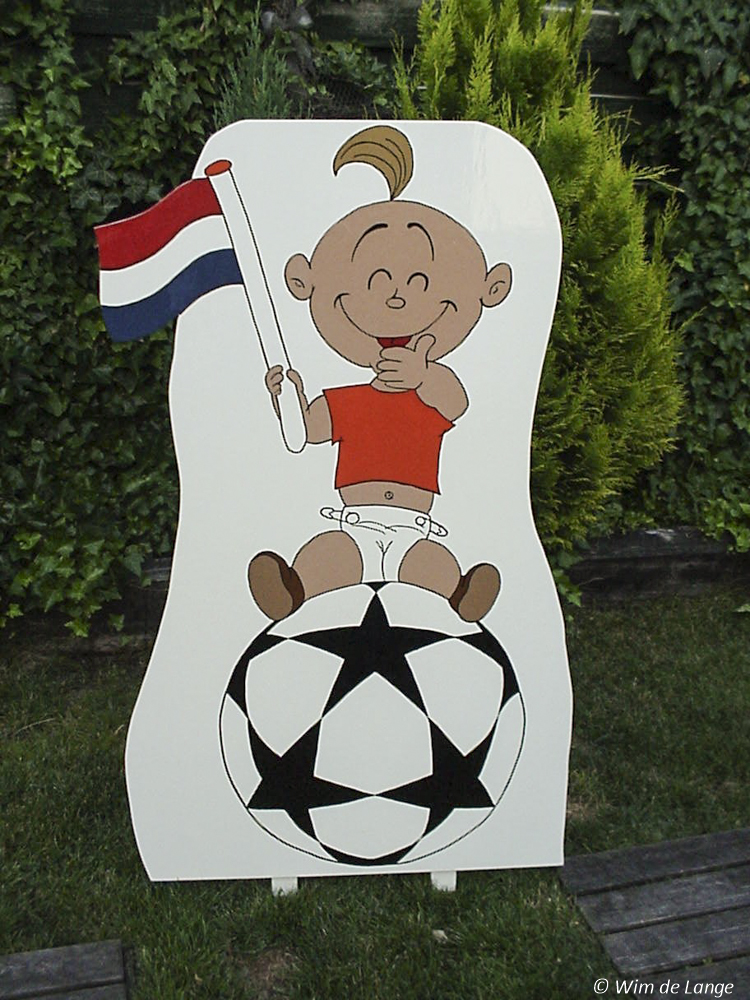 BD-003, Baby op voetbal.